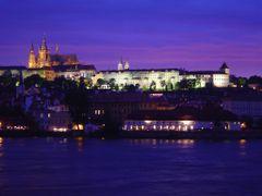 Prague Castle at night ... by <b>© truskawka</b> ( a Panoramio image )
