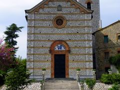 Prodo (Orvieto - TR): la Chiesa parrocchiale (02-05-10) by <b>Renato Pantini</b> ( a Panoramio image )