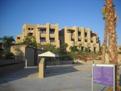 Holiday Inn left wing by <b>Dr.Azzouqa</b> ( a Panoramio image )