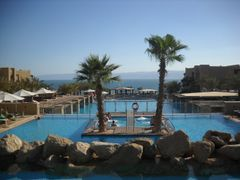 Holiday Inn main pool by <b>Dr.Azzouqa</b> ( a Panoramio image )