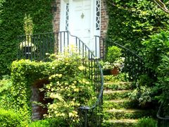 Charleston Doorway by <b>Vann Helms</b> ( a Panoramio image )