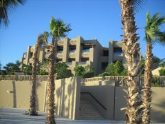 Holiday Inn right wing by <b>Dr.Azzouqa</b> ( a Panoramio image )