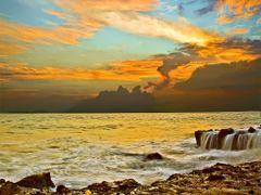 Calma y tempestad en Bajamar, Puntarenas, Costa Rica by <b>Melsen Felipe</b> ( a Panoramio image )