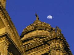 Cathedral and moon -- Catedral con luna by <b>Enzo Molino</b> ( a Panoramio image )