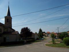 """Vue de la rue principale et de l""""Eglise by <b>VisiteuR</b> ( a Panoramio image )"""