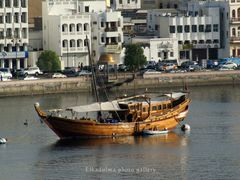 Barcaza tipica. Muscate / Boat - Muscat (Oman) by <b>elkadulma</b> ( a Panoramio image )