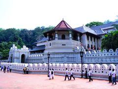 Dalada Maligawa Temple by <b>bonavista</b> ( a Panoramio image )