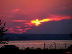 Un apus incandescent by <b>IceBox</b> ( a Panoramio image )