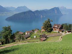Ausblick vom Rigi-Hang oberhalb Vitznau Richtung Burgenstock und by <b>loamvalley</b> ( a Panoramio image )
