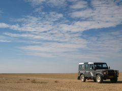 Our Land Rover at Verneuk Pan by <b>Jon Amira Photography</b> ( a Panoramio image )