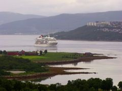 Cruise ship in Sandnessundet by <b>Snemann</b> ( a Panoramio image )