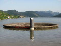 Инката на Тиквешко езеро by <b>Bobi Petreski</b> ( a Panoramio image )
