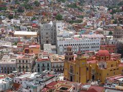 Vista de la Universidad de Guanajuato y La Bas?lica de Guanajuat by <b>? ? galloelprimo ? ?</b> ( a Panoramio image )