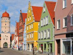 Nordlingen, Deininger Strasse mit Deininger Tor by <b>Klaus Rommel</b> ( a Panoramio image )