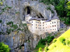 Predjamai barlangvar by <b>erzsok</b> ( a Panoramio image )