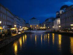 """Canal Grande e chiesa di Sant""""Antonio (notturno) by <b>marclanz</b> ( a Panoramio image )"""