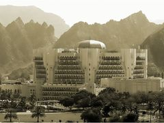 Al Bustan Hotel  by <b>Sven Goelles</b> ( a Panoramio image )