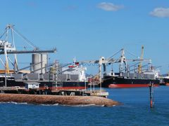 Triplet loading in Townsville port by <b>Jan Hasselberg</b> ( a Panoramio image )