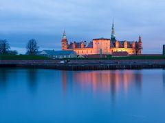 Kronborg Slot i den bla time Helsing?r by <b>Peder Palsh?j Pedersen</b> ( a Panoramio image )