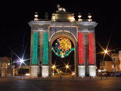Arco de la Calzada Adornado 16 Septiembre Noche by <b>? ? galloelprimo ? ?</b> ( a Panoramio image )