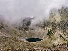 Okruhle pleso (2 106 m n.m.) a Strbsky stit (2 385 m n.m.) by <b>TomasGregor</b> ( a Panoramio image )