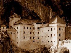Castello di Predjama (Slovenia) by <b>alex47ge</b> ( a Panoramio image )