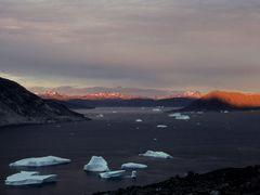 Icebergs near Qaqortoq by <b>Philippe Stoop</b> ( a Panoramio image )