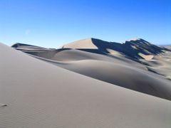 Khonogoryn Els, Gobi Desert, Mongolia by <b>Finnbar</b> ( a Panoramio image )