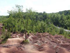 Kanada,On,Trail,Cheltenham Badlands by <b>Barbara Marciniak</b> ( a Panoramio image )