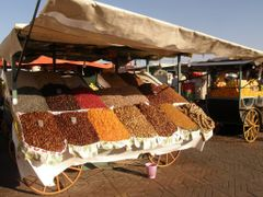 Marrakech, 10 - Place Jemaa el-Fna by <b>MAPP HUDRANS</b> ( a Panoramio image )