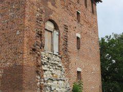Крепостная башня и остатки стены by <b>kamrad_grrr</b> ( a Panoramio image )