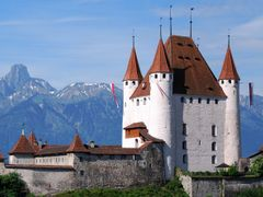 The castle of Thun and the Stockhorn mountain range by <b>kurt.fotosuisse</b> ( a Panoramio image )