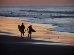 Amanecer Playa El Tunco by <b>Ronald Losure</b> ( a Panoramio image )