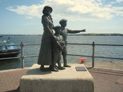 Statue of Annie Moore and her brothers by <b>Istvan Dobos</b> ( a Panoramio image )