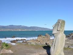 Sculpture and airplane  by <b>Eva Kaprinay</b> ( a Panoramio image )