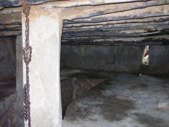 Zanzibar - Stone Town - Antica cella per gli schiavi (Ancient pr by <b>Paolo Grassi</b> ( a Panoramio image )