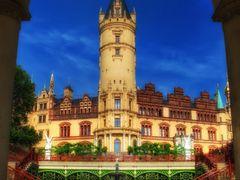 Schweriner Schloss mit Orangerie by <b>>| Micha |<</b> ( a Panoramio image )