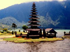 Pura Ulun Danu Bratan, Bali by <b>roby b</b> ( a Panoramio image )