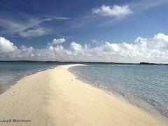 Sandy Cay sand spit, Exuma Cays, Bahamas by <b>adventuretravelww.com</b> ( a Panoramio image )