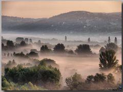 Sunrise crimson in a veil - Napkelte bibor fatyolban  Magyarorsz by <b>Lne Zana Judit</b> ( a Panoramio image )