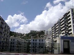 Sur le pont-immeuble du Telemly. by <b>haninouya</b> ( a Panoramio image )