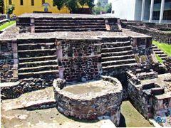 Mexico, D.F., Delegacion Cuauhtemoc, La pareja creadora de la cu by <b>Pecg17</b> ( a Panoramio image )