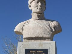 "Mongolian first Prime Minister""s bust by <b>Batjav Tsanjid</b> ( a Panoramio image )"