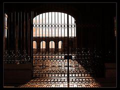 The Royal Palace shadows by <b>MissFingertips</b> ( a Panoramio image )