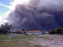 Clouds of Ashes from Soufriere Hills Volcano by <b>www.kimagic.ca</b> ( a Panoramio image )
