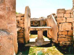 Malta: Mnajdra Temple, Stone Altars by <b>Klaus Rommel</b> ( a Panoramio image )