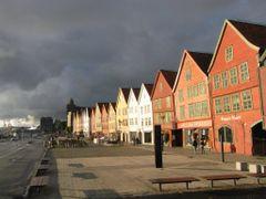 Bergen - El  Muelle de las casitas de madera Patrimonio de la Un by <b>ESTITXU</b> ( a Panoramio image )