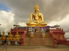 Big Buddha in Sop Ruak (Golden Triangle) by <b>Uwe Werner</b> ( a Panoramio image )