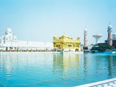 The Golden Temple at Amritsar,Punjab,India (Enlarge and VIEW) by <b>unnippillai</b> ( a Panoramio image )