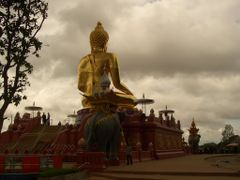 Big Buddha at Ban Sop Ruak, Golden Triangle by <b>Uwe Werner</b> ( a Panoramio image )
